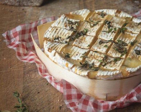 camembert.jpg?resize=412,232 - A vos fourneaux: La recette du camembert rôti au miel et aux noix