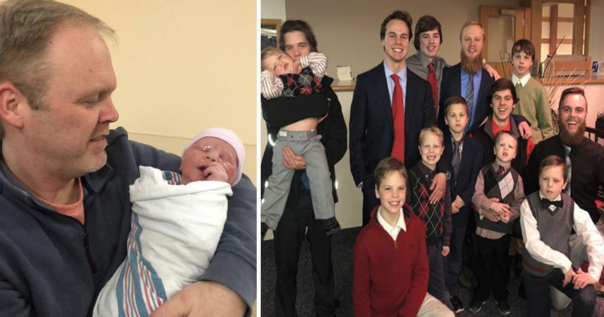 couple welcomes 14th son.jpg?resize=412,232 - Un couple du Michigan a accueilli son 14 ème enfant et c'est ENCORE un garçon