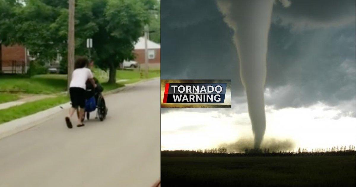 d4 2.png?resize=412,232 - Un adolescent généreux aide un homme handicapé à rentrer chez lui en toute sécurité après un avertissement de tornade