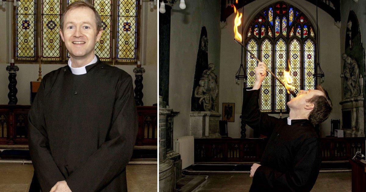 father fire eating church.jpg?resize=1200,630 - Un prêtre tente d'attirer plus de fidèles dans son église en jouant les avaleurs de feu !