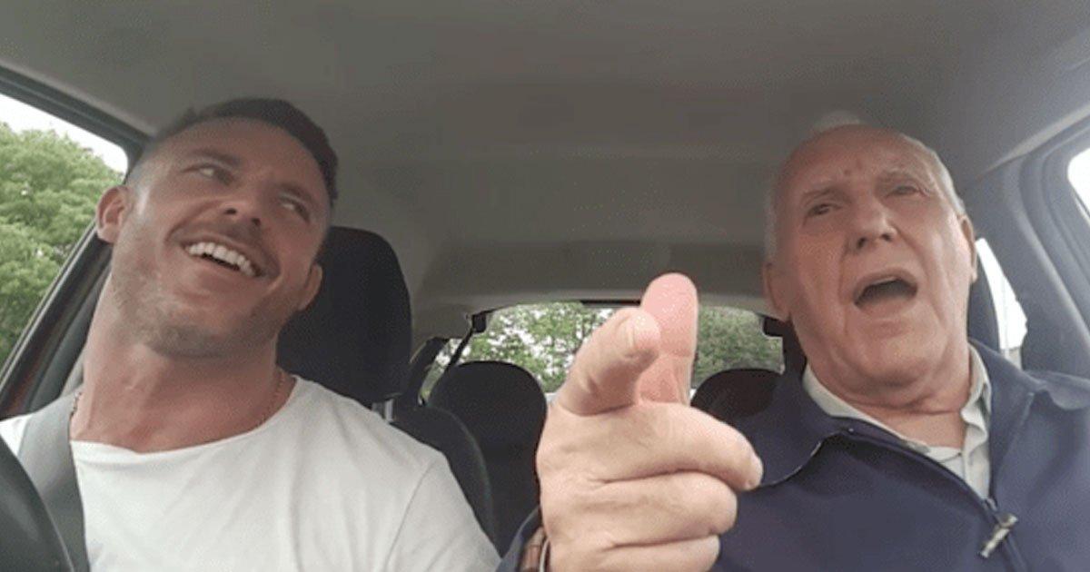 father son duet.jpg?resize=412,232 - Cet homme chante en duo avec son père atteint de la maladie d'Alzheimer afin de récolter des fonds pour une association