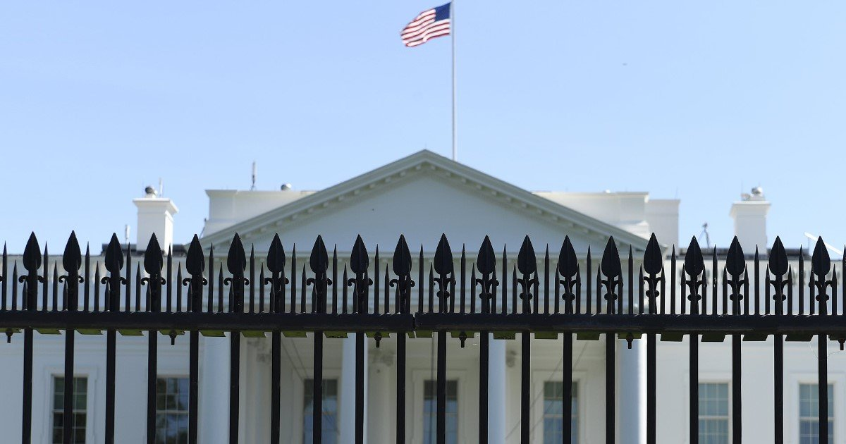 featured image 42.jpg?resize=1200,630 - Construction Of 13-Foot Fence Around The White House Has Begun
