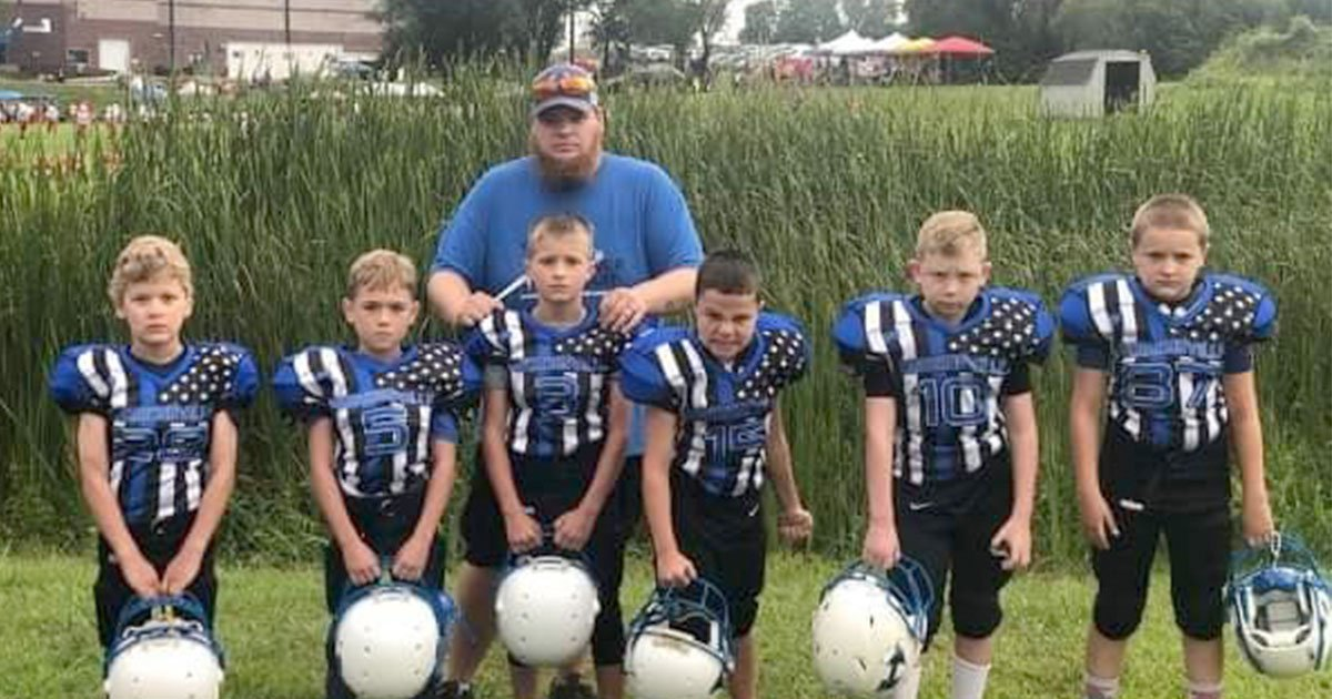 harrisonville youth football league designed thin blue line into their uniforms to show support for police officers.jpg?resize=1200,630 - A Football League Put A 'Thin Blue Line' In Their Uniforms To Show Support For Police Officers