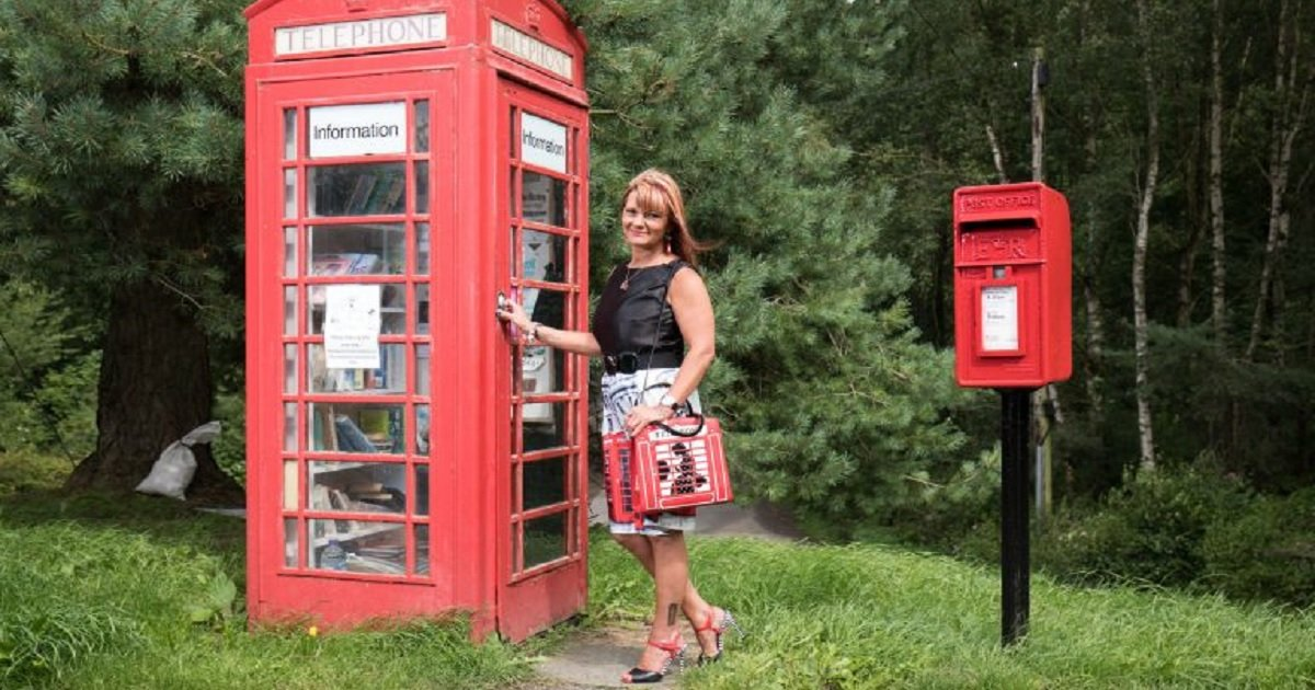 p3 6.jpg?resize=412,232 - A Woman Spent Just Over $3600 For Her Unusual Phone Box Obsession
