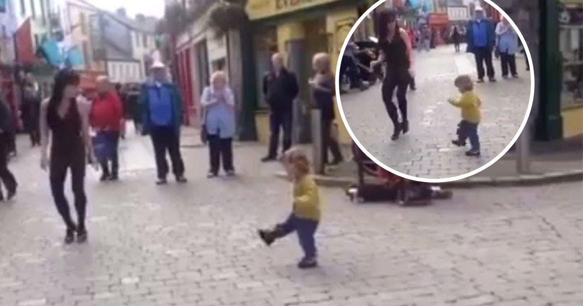 untitled design 82.png?resize=412,232 - Une petite fille rejoint une danseuse de rue et se met à danser sur le rythme endiablé