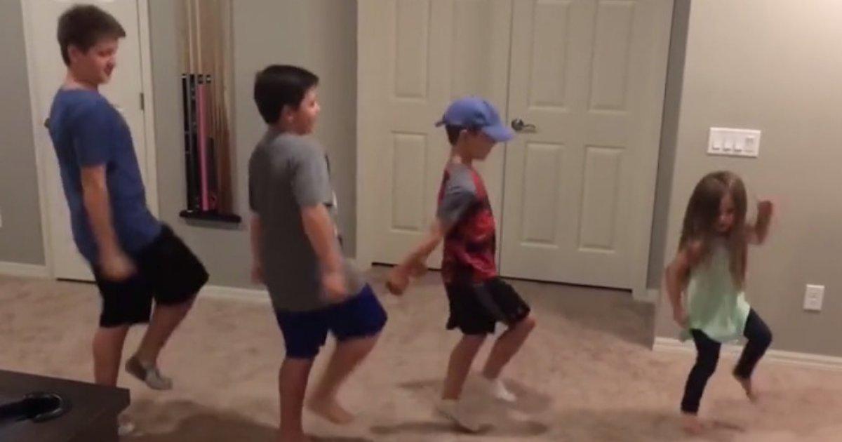 untitled design 84.png?resize=412,232 - Une jeune fille montrant ses mouvements de danse inhabituels se fait rejoindre par ses trois frères plus âgés