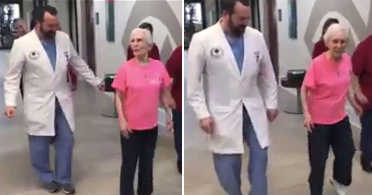 woman dance doctor.jpg?resize=300,169 - Une femme de 91 ans danse avec son médecin après une opération réussie de sa colonne vertébrale