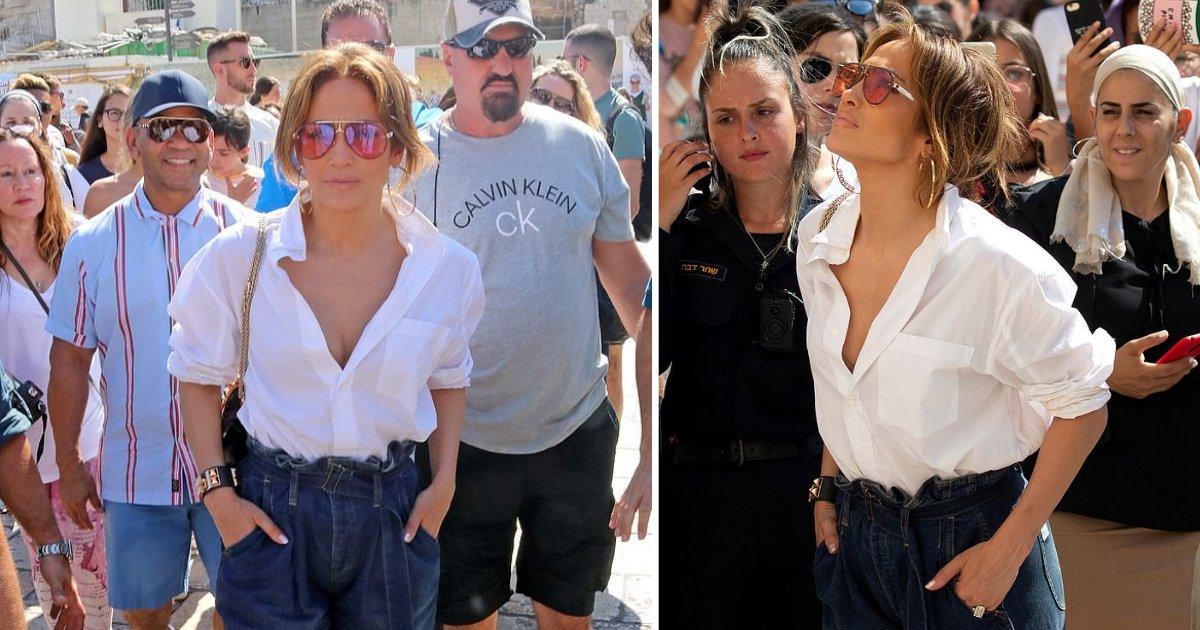 y4 2.png?resize=300,169 - Jennifer Lopez a suscité la controverse en portant une chemise déboutonnée lorsqu'elle est venue prier au Mur des Lamentations