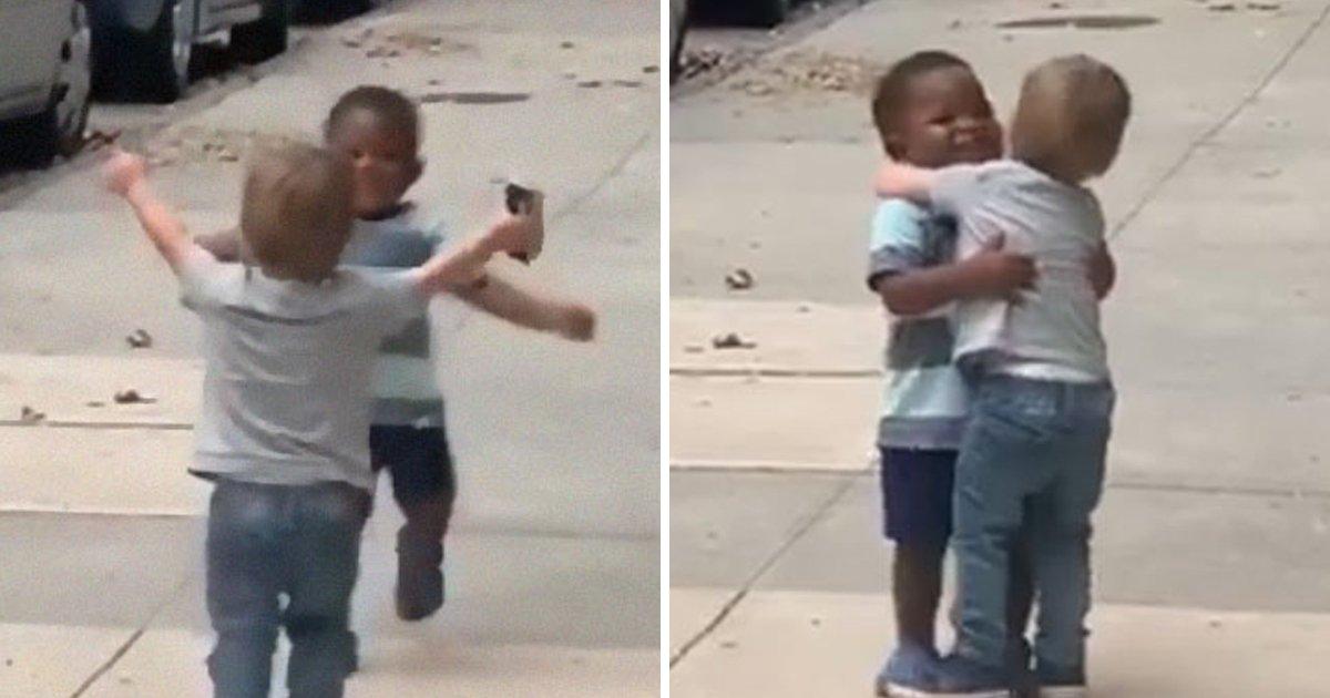10 18.jpg?resize=1200,630 - 두 살짜리 아기들이 '이틀' 동안 떨어져 있던 친구를 만난 반응 (영상)