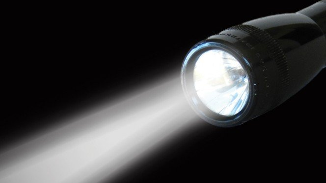 Resultado de imagen de linterna con luz