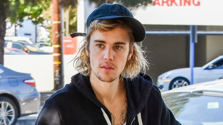 Justin Bieber captado mientras camina por las calles de los ángeles