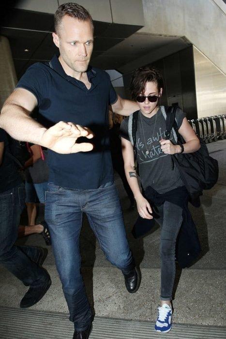 Kristen Stewart junto a su guardaespaldas
