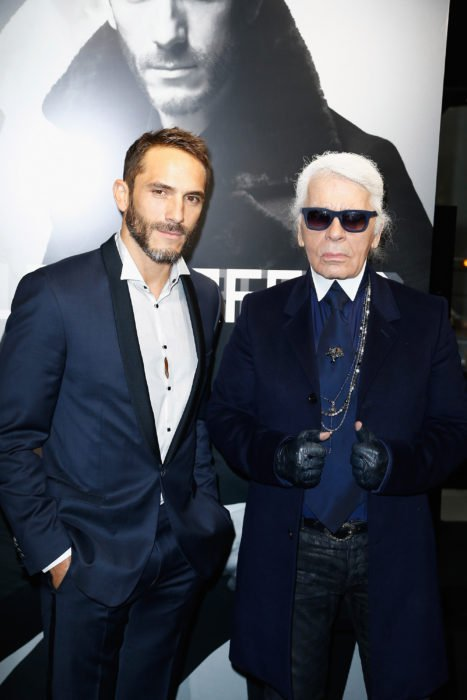 Karl Lagerfeld junto a su guardaespaldas