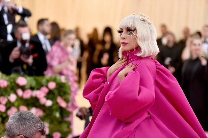 Las raras exigencias de los famosos; Lady Gaga con vestido rosa en el Met Gala 2019