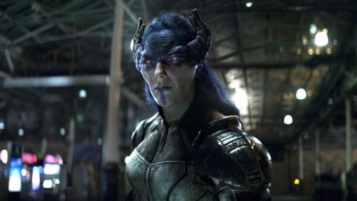 Mujer disfrazada de extraterrestre, escena de la película Avengeres: infinity war, Carrie Coon