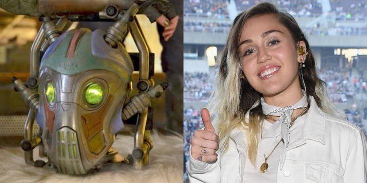 Chica haciendo una señal de Ok con su pulgar, Miley Cyrus