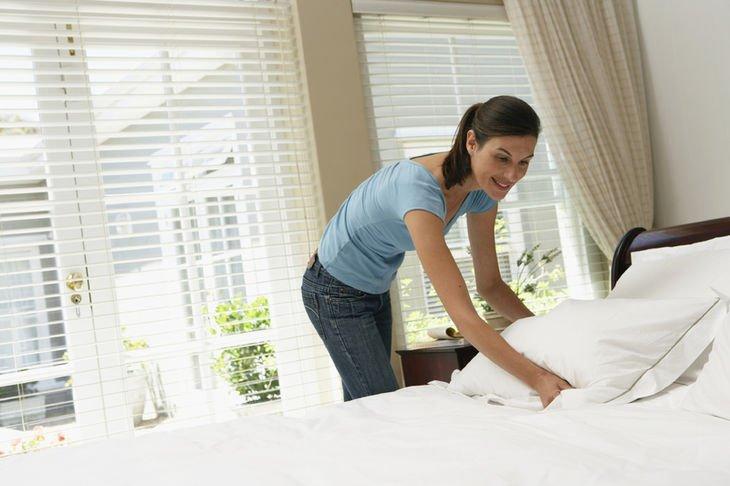 Arregla las camas de todos los cuartos.