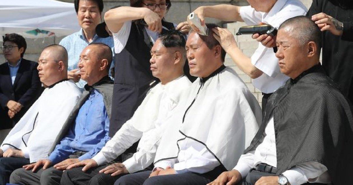 2 220.jpg?resize=412,232 - 자유한국당 의원 '5명', 추가로 '삭발 릴레이' 동참해 머리 잘랐다