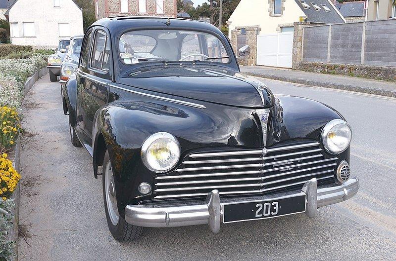203.jpg?resize=412,232 - Yvonne, une dame 94 ans, a la même voiture depuis 1954 et elle fonctionne toujours