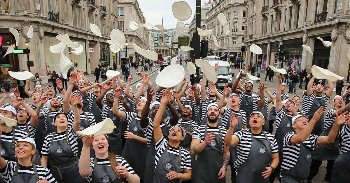 54 pizza chefs london.jpg?resize=412,232 - 54 Pizza Chefs Wowed Onlookers When They Tossed The Pizza Dough In Unison