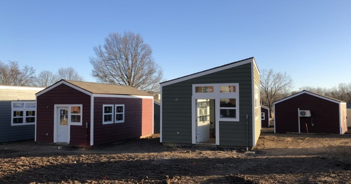 a 43.jpg?resize=1200,630 - Volunteers Gathered Together To Build Tiny Homes For Homeless Veterans
