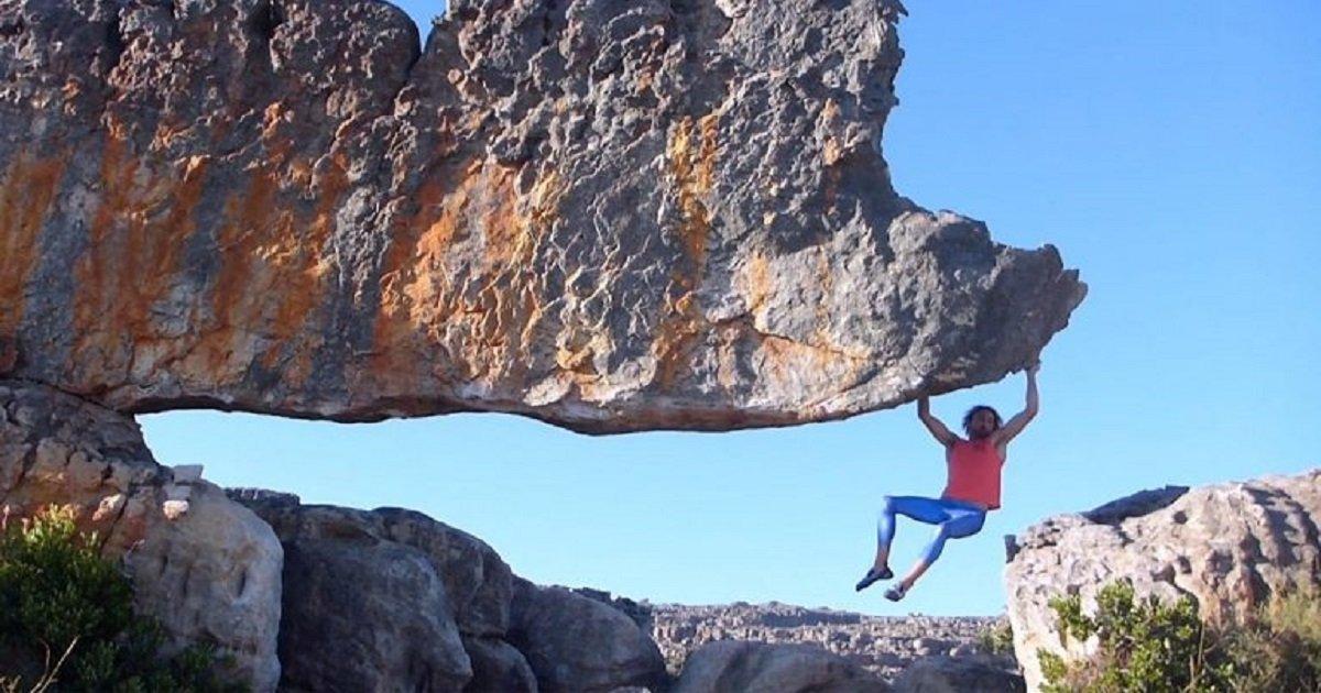 c3 3.jpg?resize=412,232 - Un alpiniste escalade l'un des rochers les plus abrupt au monde en n'utilisant que ses mains