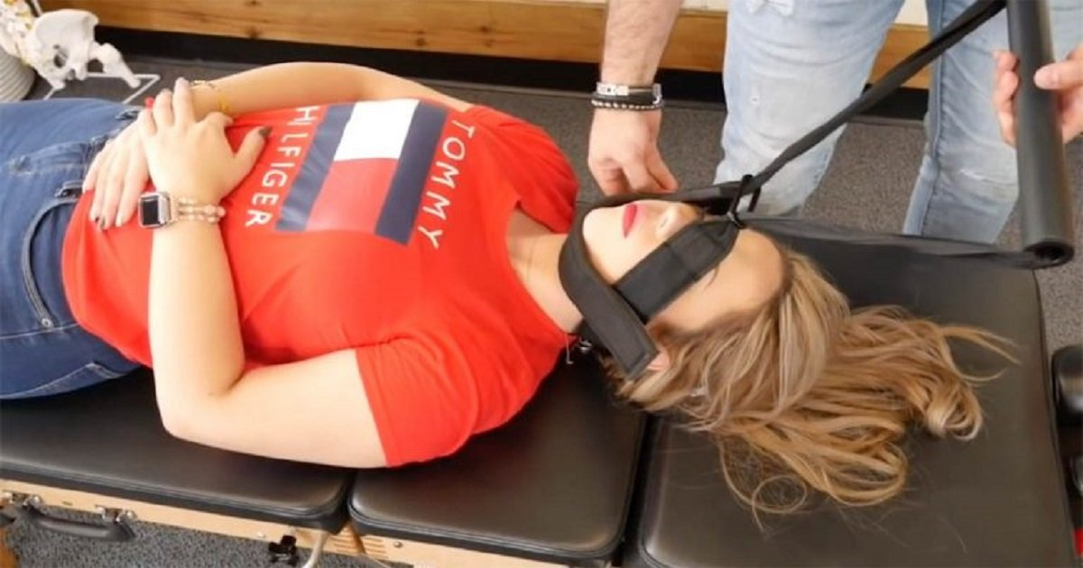 c3 8.jpg?resize=1200,630 - Chiropractor Is Making A Name For Himself With An Ingenious Method That Effectively Relieves Back Pain