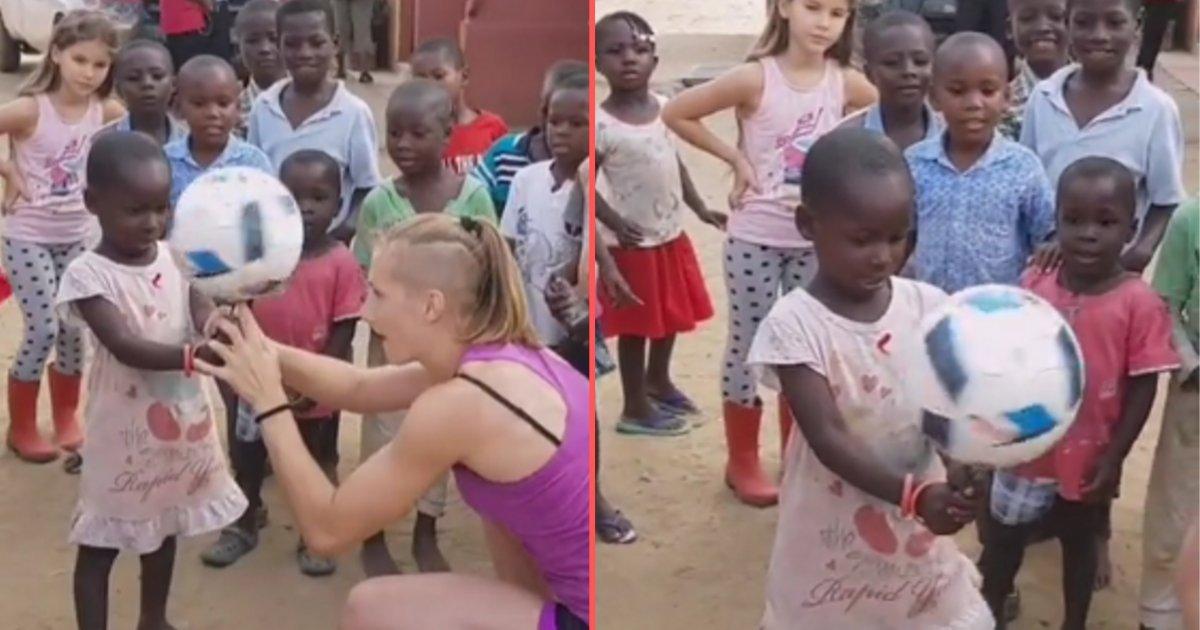 d 5.png?resize=412,232 - Elle amuse ces enfants avec quelques tours de foot freestyle