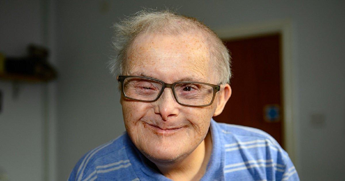 d3 7.jpg?resize=300,169 - Un homme atteint du syndrome de Down défi tous les pronostics en atteignant l'âge de 77 ans
