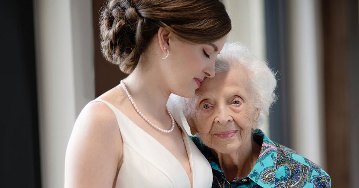 granddaughter planned a secret photoshoot with grandmother in hospice before latters demise.jpg?resize=1200,630 - Bride-To-Be Planned A Secret Photoshoot With Grandmother In Hospice