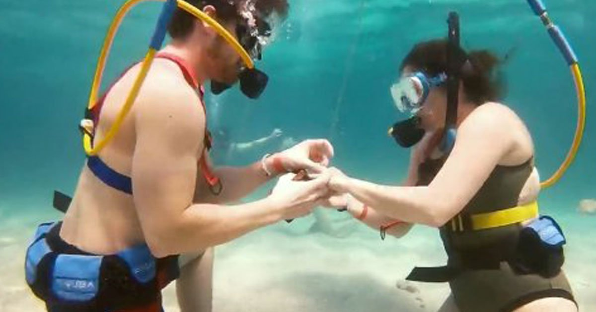 man proposes girlfriend under sea.jpg?resize=1200,630 - Man Proposed His Girlfriend 30ft Under The Caribbean Sea With A Ring Hidden Inside A Tiny Treasure Chest