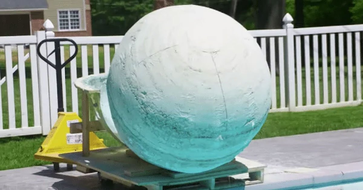 man rolled 2000 pound bath bomb into pool.jpg?resize=1200,630 - A Man Rolled A 2,000-Pound Bath Bomb Into The Swimming Pool