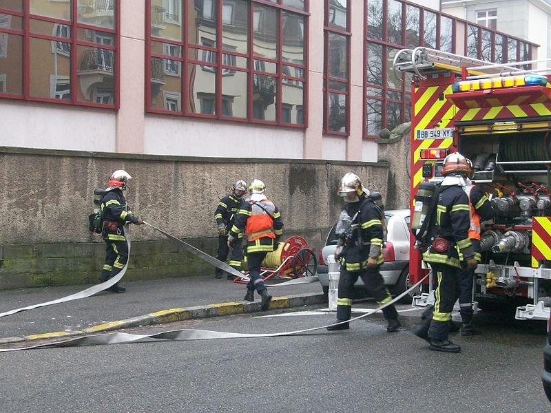 pompier.jpg?resize=412,232 - Grièvement brûlé lors d'une intervention, un pompier doit rembourser 9000 euros à l'assurance