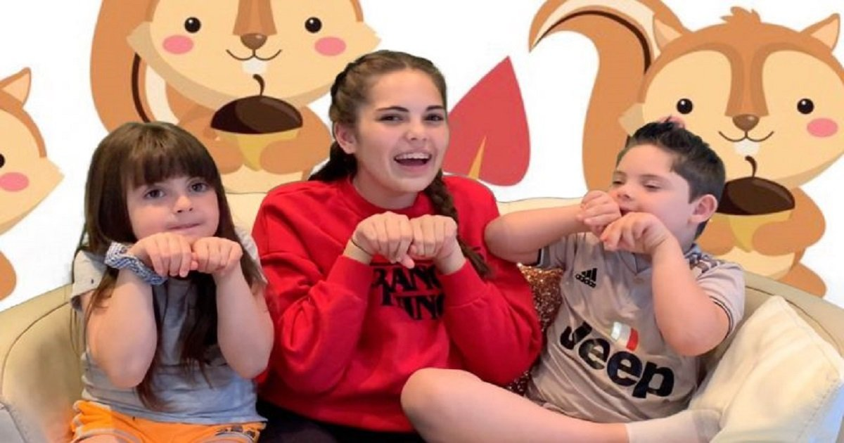 s3 3.jpg?resize=1200,630 - Incredible Teen Girl Taught Herself Sign Language To Help Her Younger Brother Who Has Down Syndrome