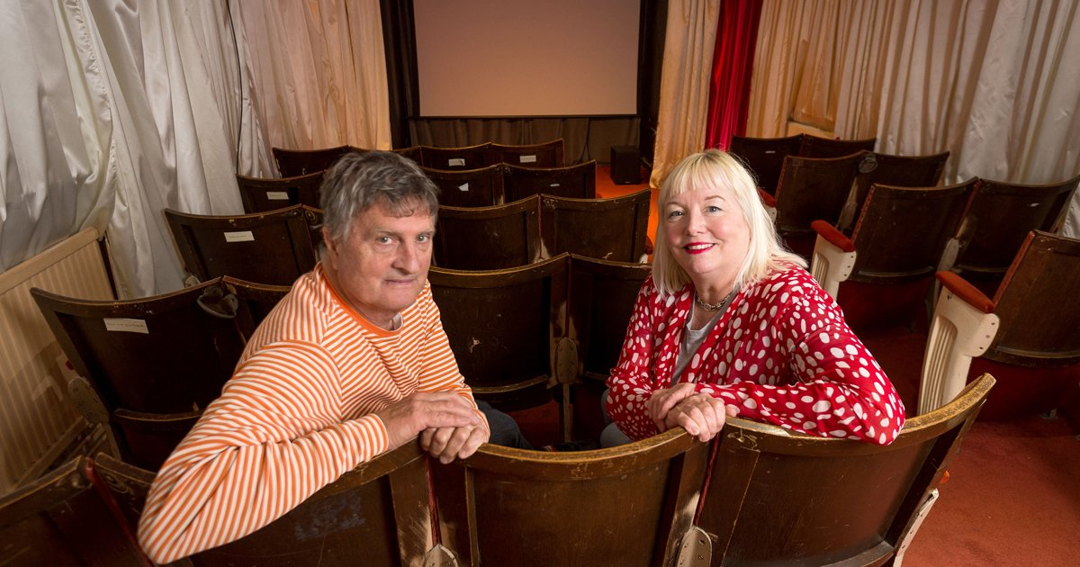 sdfsdf 3.jpg?resize=412,232 - Couple Transformed A Neglected Pub In Their Community Into A Smallest Cinema Of London