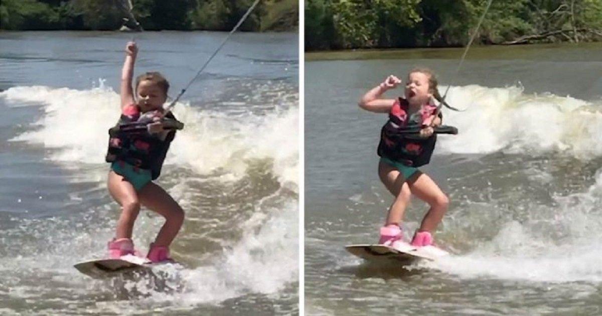 w3 3.jpg?resize=412,232 - Une fillette de six ans exécute des mouvements de danse sur son wakeboard