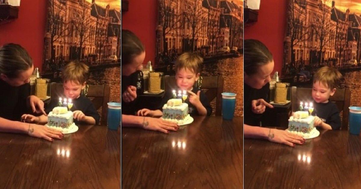 c4.jpg?resize=300,169 - Cet adorable petit garçon n'a pas réussi à comprendre qu'il était censé souffler ses bougies d'anniversaire