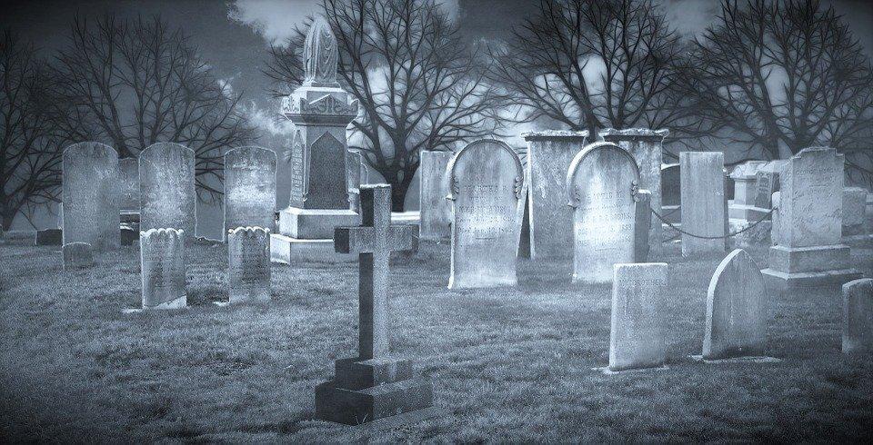 cimetiere.jpg?resize=412,232 - Dans un cimetière de Cognac, une centaine de tombes ont été vandalisées