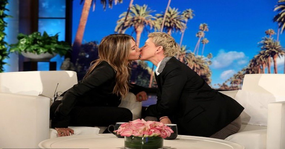 ellen22.jpg?resize=412,275 - Jennifer Aniston And Ellen DeGeneres Sealed Their Friendship With A Kiss