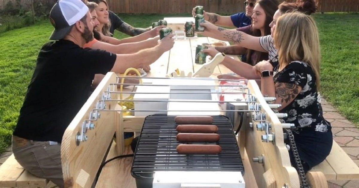 g3 4.jpg?resize=412,232 - Cet homme a inventé la machine à Hot-dogs la plus perfectionnée au monde