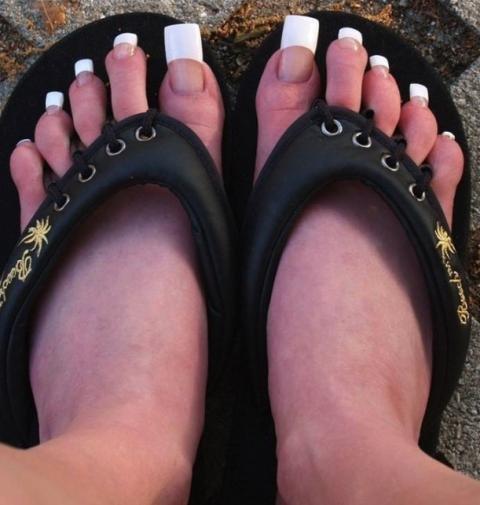 ongle.jpg?resize=412,232 - Tendance: La nouvelle mode est d'avoir les ongles de pieds très longs