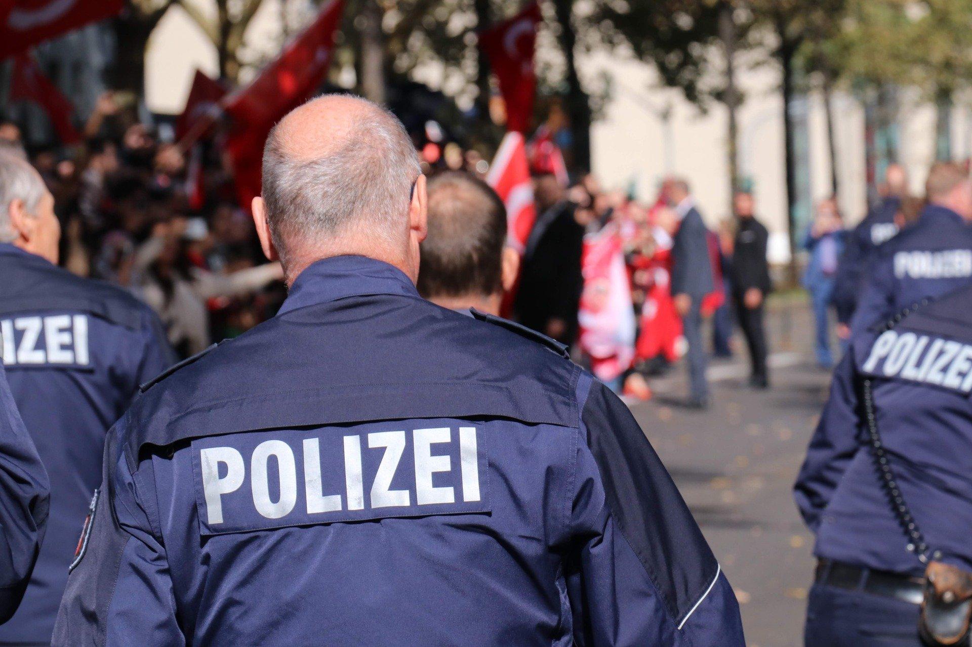 polizei 3772469 1920.jpg?resize=1200,630 - Allemagne : Une fusillade contre une synagogue fait deux morts à Halle