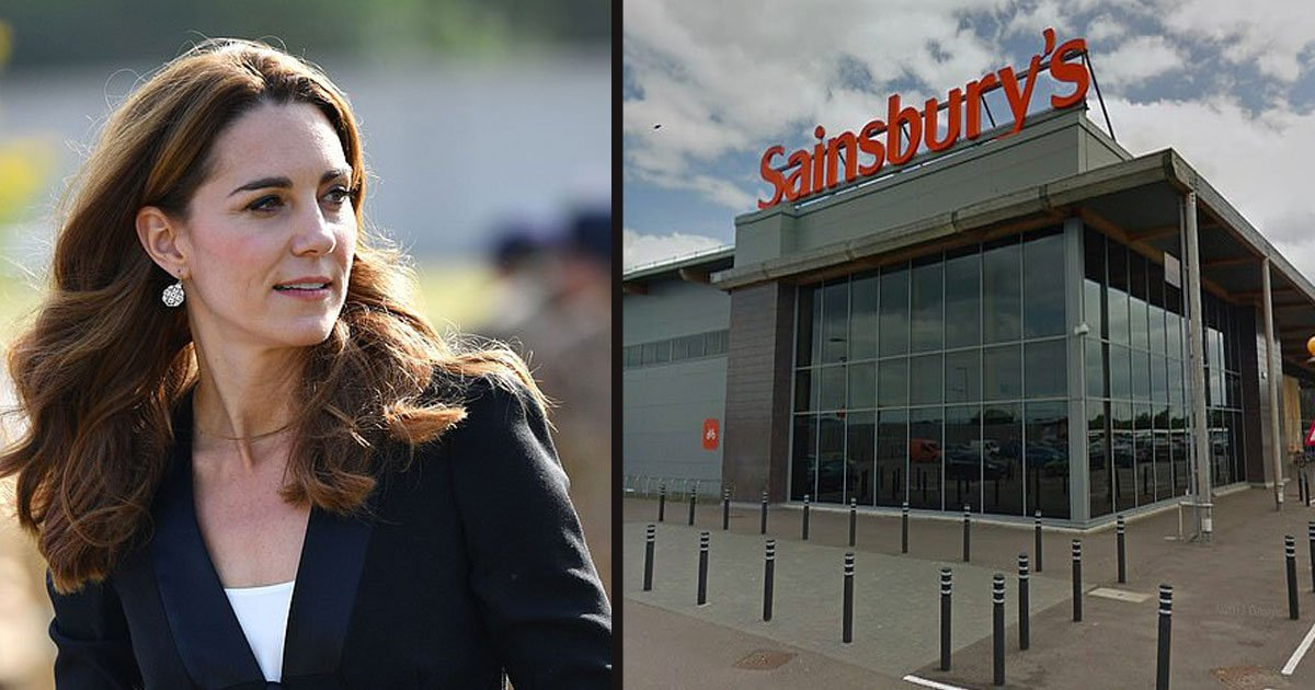 untitled 1 102.jpg?resize=412,232 - Kate Middleton Spotted In Self-Service Line Buying Halloween Costumes For George And Charlotte