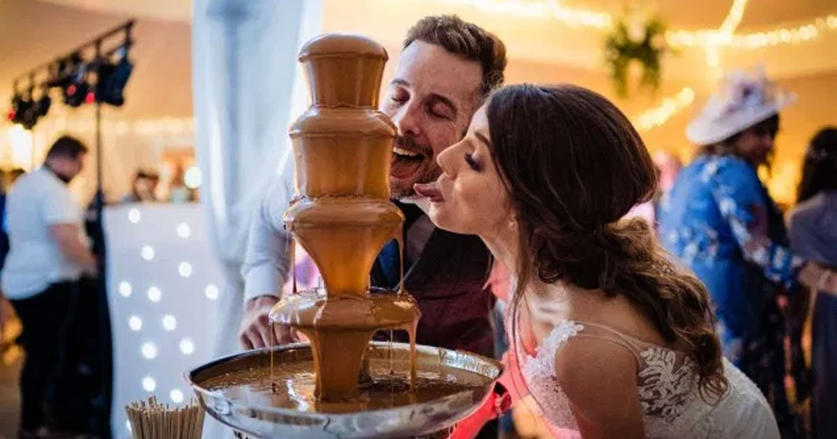 untitled 1 70.jpg?resize=412,232 - Biscuit Obsessed Couple Threw A Lotus Biscoff-Themed Wedding With A Fountain Filled With The Spread