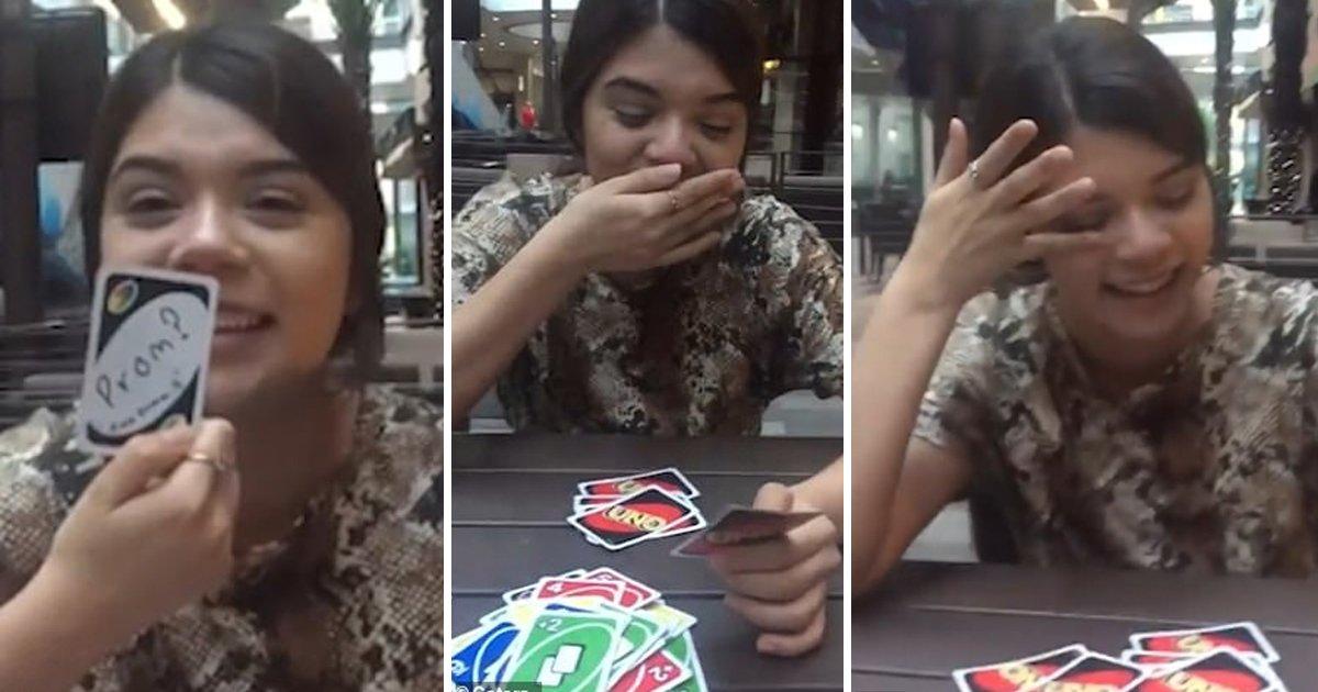 vvvdf.jpg?resize=412,275 - Un adolescent a demandé à sa petite amie de l'accompagner au bal de fin d'année avec une carte Uno