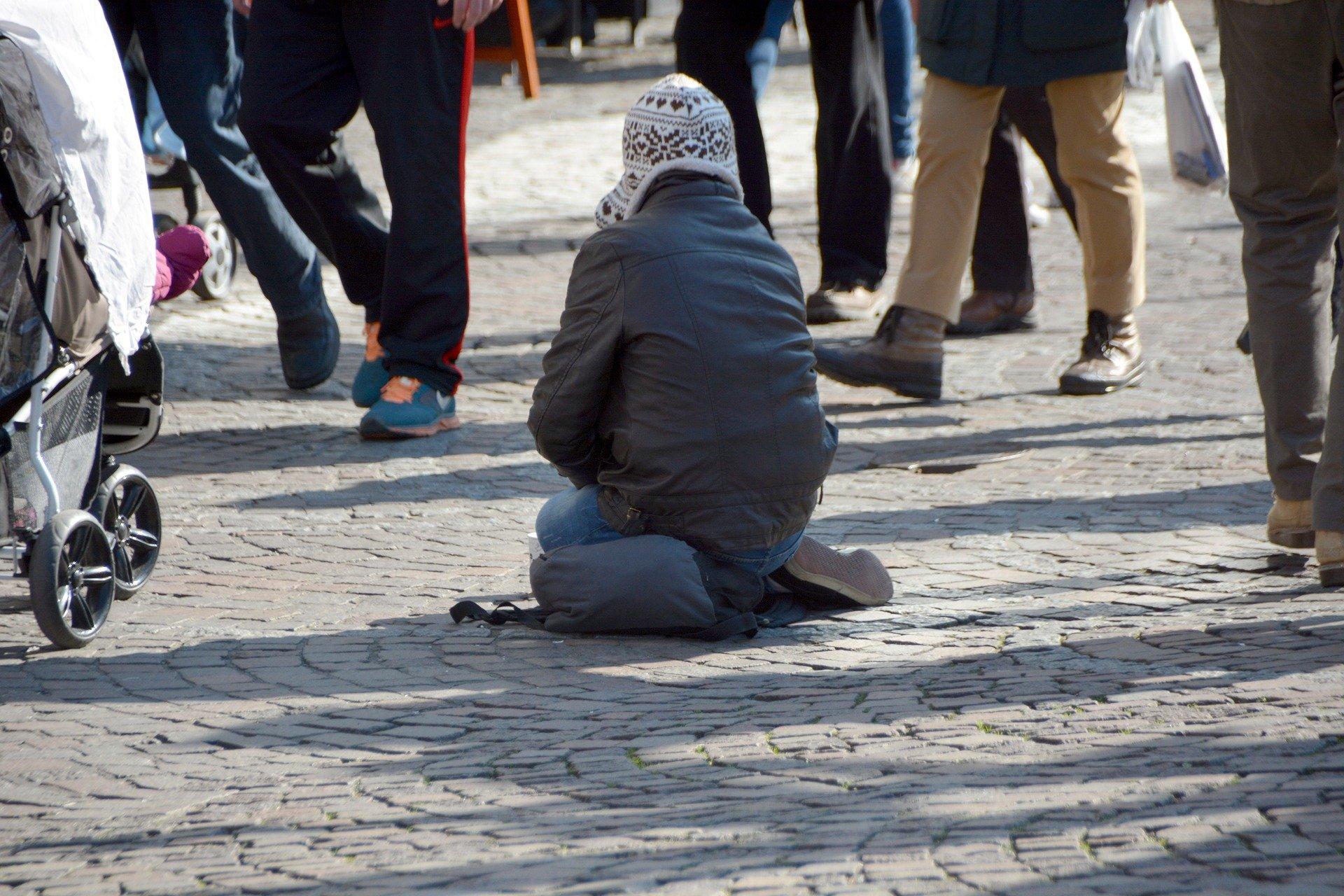 beggars 1233291 1920.jpg?resize=412,232 - En 2018, 612 SDF morts dans la rue ont été recensés dont la majorité avait moins de 50 ans