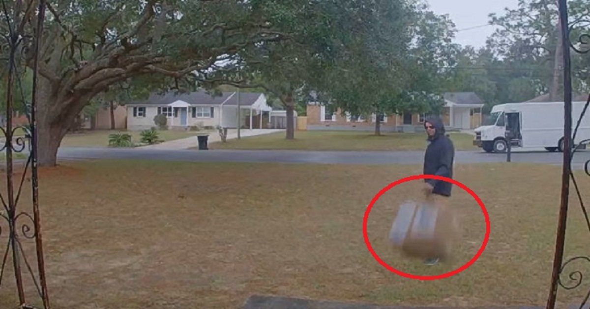d3 10.jpg?resize=412,232 - Delivery Man Caught On Camera Carelessly Tossing A Package With $1,500 Lens Inside To Doorstep
