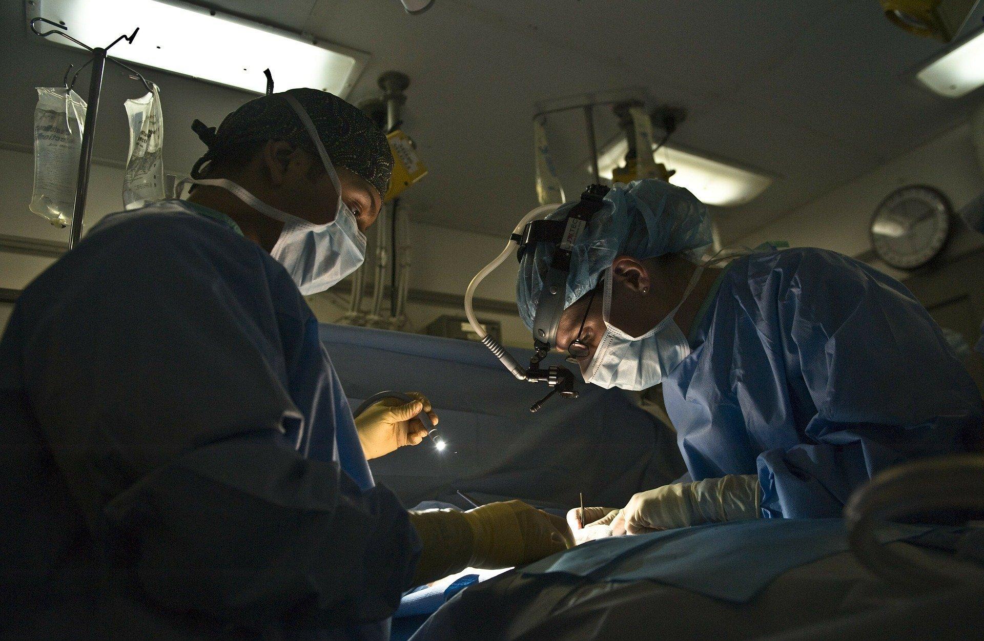 doctor 79579 1920.jpg?resize=412,275 - Plan d'urgence du gouvernement : des mesures visant l'hôpital public