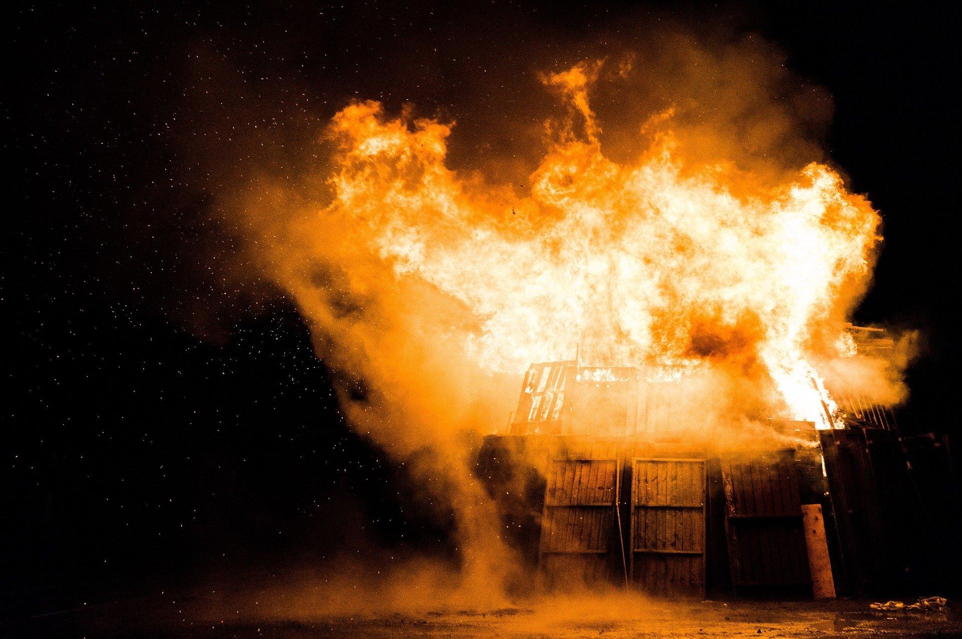 """fire 1030751 1920.jpg?resize=412,275 - La véritable tragédie qui a inspiré """"Le Bazar de la Charité"""""""