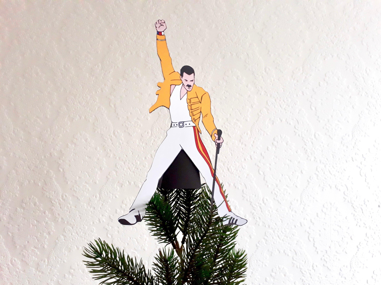il fullxfull 1729742165 oq7g.jpg?resize=300,169 - On a trouvé l'accessoire de Noël idéal : l'étoile de sapin Freddie Mercury